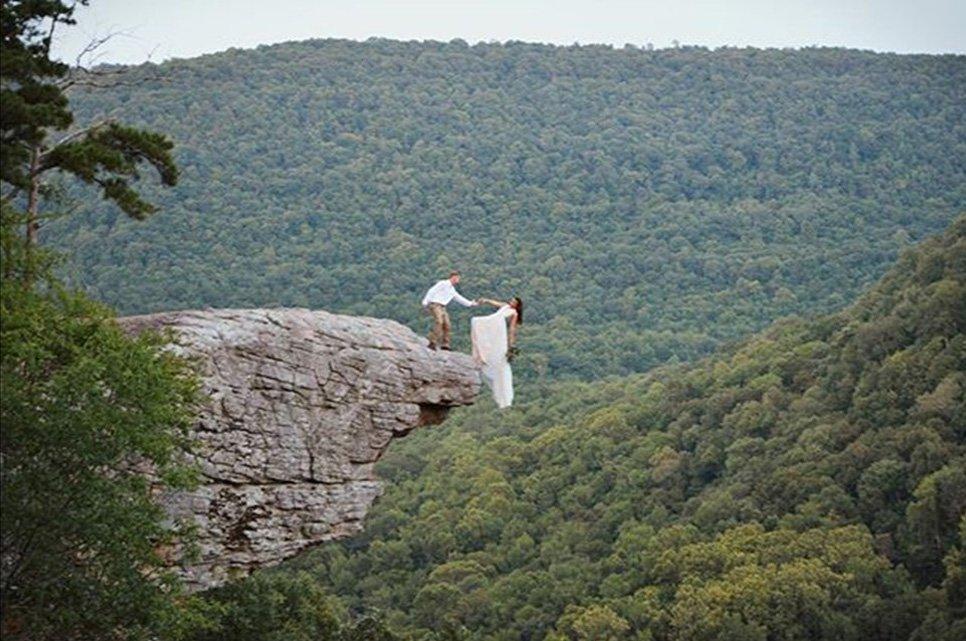 , کچھ نیا کرنے کی کوشش میں شادی کے اس خطرناک فوٹو شوٹ کا اَنجام کیا ہوا؟, Top Breaking News
