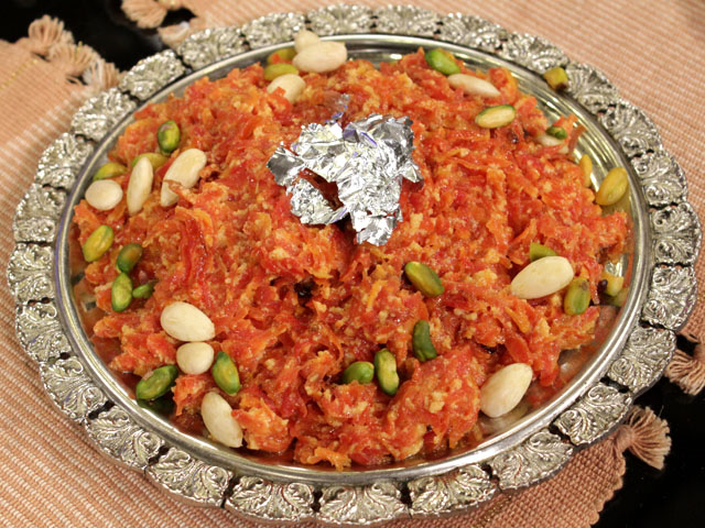 Sonheri Gajar Ka Halwa Recipe by Gulzar Hussain