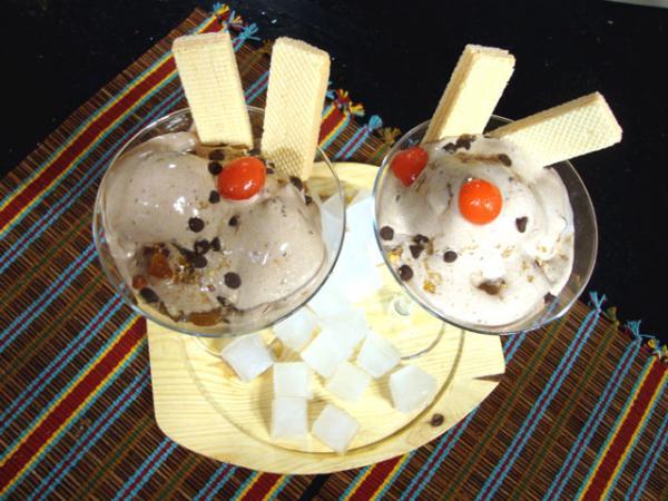 Coffee Crunch Ice Cream Recipe by Rida Aftab