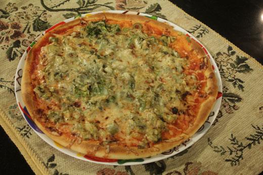 Chicken Hara Masala Pizza Recipe by Rida Aftab