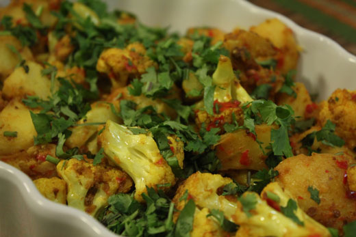 Chutney Walay Aloo Gobhi recipe by Zubaida Tariq. This delightful Main Course recipe of Chutney Walay Aloo Gobhi can be ready in approximately 30 Minutes and good to serve around 2-4 People. Follow all the steps recommended by Chef to get a perfect dish.