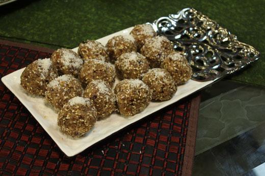 Kashmiri Khajoor Kay Ladoo Recipe by Zubaida Tariq