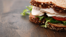 Chicken sandwich with mixed salad